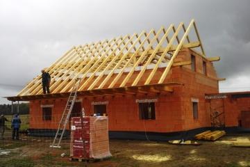 Zhotovení krovu a střechy RD